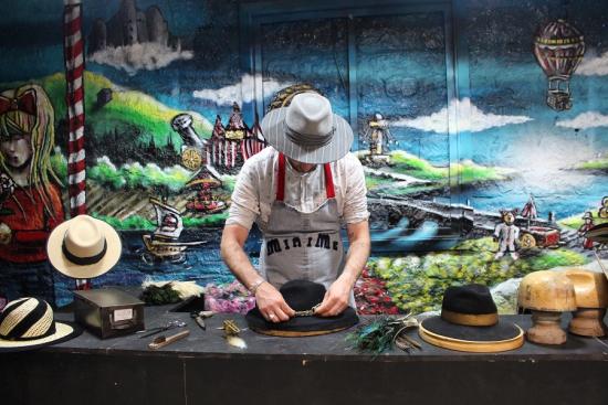 chapellerie-minime-whereez-paris-confection-chapeau-entreprise-atelier-team-building.jpg
