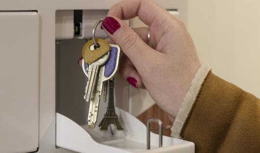 Louvre Hotels Group / Monkey-Locky : inauguration d'un deuxième consigne connectée pour les clés